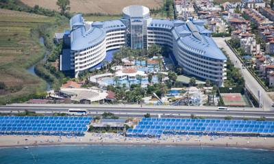 Hotel Crystal Admiral Resort Suites & Spa Side