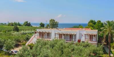 Hotel Across Coral Blue Beach Hanioti